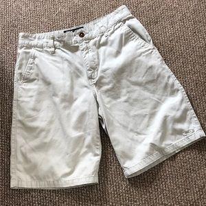 Oakley size 32 regular fit, khaki shorts